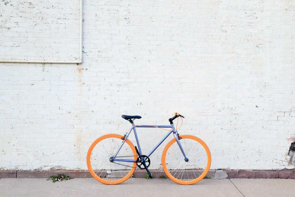 fixie with white wall background